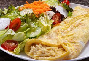 Salada Light com crepioca de frango